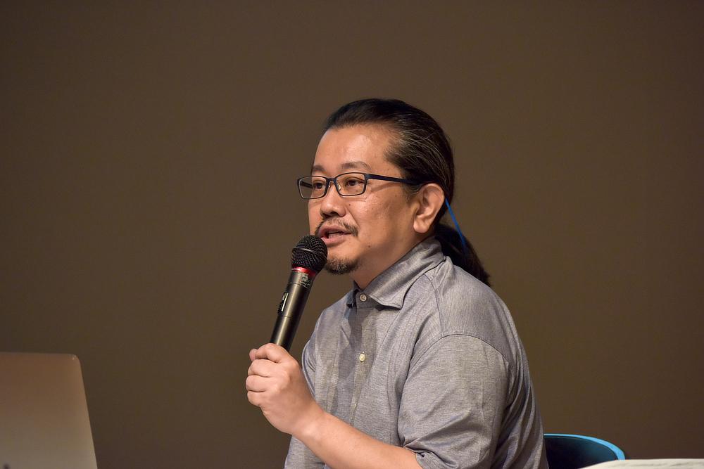 堀内真人さん。2003 年に文化庁在外研修員としてパリ及びロンドンに滞在後、2008 年より神奈川芸術劇場開設準備に携わり、2010 年より技術監督を務める。公共劇場舞台技術者連絡会会長、劇場等演出空間運用基準協議会会長を兼任。